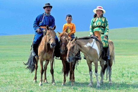 a cavallo lungo le piste mongole