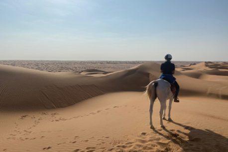Trekking a cavallo attraverso il deserto in Oman